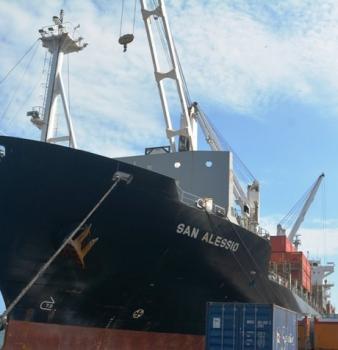 Más de 440 contenedores con alimentos, repuestos y medicinas llegan a Venezuela